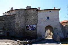 43 La Chaise-Dieu - Porte du For  XIV (Herve_R 03) Tags: architecture auvergne château castle hauteloire france