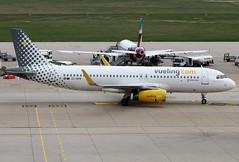 IMG_5302 (lorenzofantonivlb) Tags: stuttgart planespotting planes plane aviation corendon eurowings vueling easyjet lauda tui