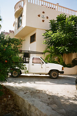 White Truck - Observations from my time in the Baja Calfornia Sur (2018) (Brjann.com) Tags: yashica t5 35mm fujifilm fuji superia 200 analog film point shoot landscape summer bright mexico big sur car still life