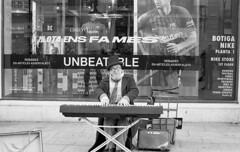piano man (carles.ml) Tags: olympus om1 ilford delta 400 film people street bw 35mm epson perfection v550