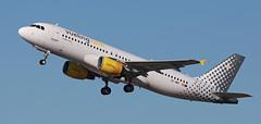 Vueling / Airbus A320-214 / EC-MBY (vic_206) Tags: vueling airbusa320214 ecmby bcn lebl