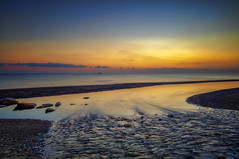 Partono 'e bastimente (Gio_guarda_le_stelle) Tags: sunrise seascape sea boat trip hope 900 partenze i 4 tripod bastimenti ship horizon water seaside sun waiting