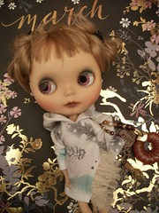 Zoe! (simplychictiques) Tags: sammydoecustom erindeirooakcustomblythedoll faceupbyerindeir freshenupbyblythette eblbasedoll alpacarerootbyallykitty knotmethodreroot naturallight highlightsinhair 2010custom sammydoecustomblythedoll childlike cute whimsical blythetterepaint newgirl meetzoe