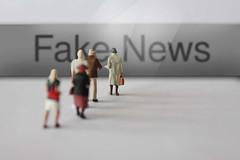 Fake_News-vor-Menschen (Christoph Scholz) Tags: fake news fakenews fälschung falschmeldung hetze rechte internet gruppen chat manipulation täuschung soziale medien trump donald