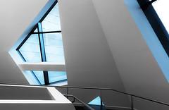 180°-Wende (tan.ja1212_2.0) Tags: lüneburg leuphana uni universität hochschule daniellibeskind fenster geländer handlauf treppenhaus architektur railing windows stairwell