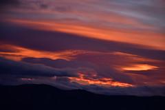 DSC_4542 (griecocathy) Tags: paysage coucher soleil montagne nuage ciel noir bleu orange violet jaune gris rose