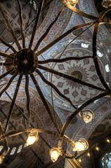 Mirando al cielo (bardaxi) Tags: estambul istanbul turquía turkey europa europe nikon hdr photomatix photoshop interior contraste perspectiva mezquita monumento arte arquitectura islam historia luces lights