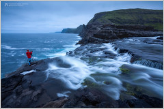 Edge Of The World (Patrick Giardina) Tags: faroe islands isole ocean atlantic atlantico nature natura landscape paesaggio creek torrente water acqua stream torrent flow flusso silk seta rocks rocce cliffs scogliera sky cielo clouds nuvole human fotografo photographer 2018 luglio july night notte ora blu blue hour colors colori sea mare moss muschio wil selvaggio adventure avventura