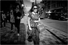 F&M (Steve Lundqvist) Tags: portrait persone ritratto street road crossroad streetphotography strada women sidewalk english london londra inghilterra england uk britain british life beautiful beauty fashion moda mood attractive location contact seductive lifestyle shooting posh hairstyle leica q monocromo sunglasses