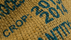 Single estate coffee bag. (alterahorn) Tags: macromondays cloth coffeebag woven burlap leinen sackleinen kaffeesack closeup nahaufnahme makro macro crop kaffee coffee café olympus olympusomdem1markii olympusmzuiko12100mm dxo