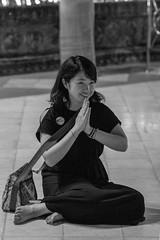 spiritualité souriante (Patrick Doreau) Tags: portrait asiatique femme woman asian birman myanmar birmanie bagan sourire smile beauté beauty burma pière bouddhisme pagode shwrdagon religion