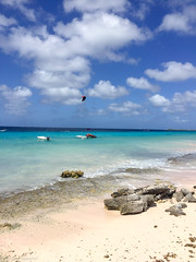 Bonaire -- Handyfotos (Günter Hentschel) Tags: bonaire kralendijk karibik aida himmel wasser meer ozean sand strand bucht personen iphone handy handyfoto