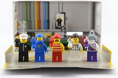 Statuette vs minifigure📦 (Alex THELEGOFAN) Tags: lego legography minifigure minifigures minifig minifigurine minifigs minifigurines factory classic police officer benny pirate pixal nurse statuette set comparaison