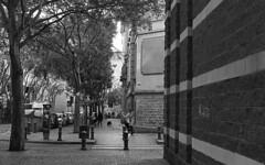 BCN Street 25 (carles.ml) Tags: pentax me kodak tx400 film 35mm bw people street epson v550 barcelona