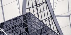 Blue Sky over Munich -BW (Traveller_40) Tags: abstract architecture architektur art blauerhimmel blue building bw gebäude glas glasfront graphic himmel illustration lost muc münchen munich pattern refelektion shape sky streben translation trapez biancoenero blackwhite blackandwhite blancoynegro monochrome monocromático nb noirblanc noiretblanc pretoebranco 单色 白黒