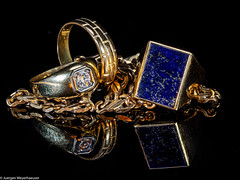 HMM Macro Mondays - Jewelry (J.Weyerhäuser) Tags: blitz gold hmm jewelry macromondays makro schmuck spiegelung stack studio