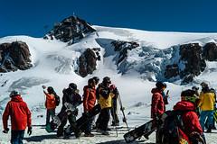 L1006200 (alessandrocastiglioni.com) Tags: cervina piccolo cervino sciatori snowboarders plateau rosa leica m zeiss sonnar c 50mm zm