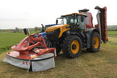 Grass & Muck 2018 JCB 8330 Fastrac Tractor with a Kuhn Butterfly Mowers (Shane Casey CK25) Tags: grass muck 2018 jcb 8330 fastrac tractor kuhn butterfly mowers traktor traktori tracteur trator trekker ciągnik farming farm farmer agriculture agri working work land field machinery farmmachinery horsepower horse power hp pull pulling nikon d7200 machine ireland irish county offaly