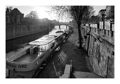 Quai de la Seine (madras91) Tags: nb noiretblanc blackandwhite bw monochrome paris landscape cityscape backlight