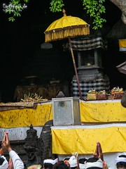 Pray nonstop (Stefan Beckhusen) Tags: hinducelebration hinduism religion spirituality temple goalawah bali indonesia travel outdoor color colors nature containspeople decoration stone shrine celebration asia pray prayer praying colorful tourismdestination tourismlocation ceremony