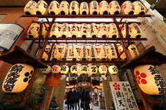 Nishiki Tenmangu Shrine (Teruhide Tomori) Tags: tradition travel kyoto japan japon nishikitenmangushrine lantern shrine 日本 京都 神社 関西 近畿 錦天満宮 提灯 灯り 錦 happyplanet asiafavorites