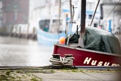 Festgemacht in Husum (malp007) Tags: husum hafen harbour havn meer northsea nordsee nordfriesland boat krabbenkutter schiff fisherboat poller rope tau hochwasser unruhen konflikte krieg