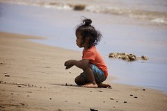And forget not... (chris.ph) Tags: child beach barefoot maui joy canon6d ef100400mmf4556lisiiusm sand toes