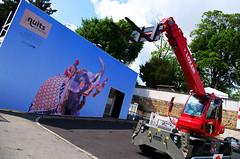 Les nuits (Atreides59) Tags: rhone rhône lyon france urban urbain street chantier éléphant animal rouge red bleu blue ciel sky nuages clouds pentax k30 k 30 pentaxart atreides atreides59 cedriclafrance