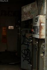 STOP (Sous l'œil d'un objectif) Tags: urbex urbain urban abandonné abandoned désaffecté street streetart graff graffiti canon canoneos70d sousloeildunobjectif dijonphotographe bourgogne burgundy bouton button