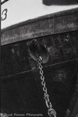 Anchored (St. Valentine) Tags: leica m4p leicam4p rangefinder messsucher m analogue analog film kentmere400 kentmere 400 50mm 35mm blackwhite bw schwarzweis monochrome monokrom leicam 7artisans voigtländer voigtlander heliar classic voigtländerheliarclassic ship barge chain anchor schiff kodak d76 epson v850 epsonv850 lightroom photoshop