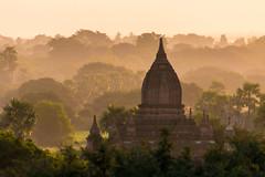 Temple au lever du soleil (Seb & Jen) Tags: bagan myanmar burma birmanie mandalayregion myanmarbirmanie oldbagan nyaungu royaumedepagan bulethi sunrise soleil temple pagoda pagode