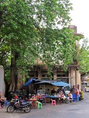 Charoen Krung Soi 36, Bangkok (Stewie1980) Tags: thailand bangkok bangrak charoen krung soi 36 alley street restaurant streetfood tree city urban กรุงเทพ ประเทศไทย