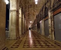 Les arcades désertées (Jolivillage) Tags: jolivillage venise venice venezia italie italia italy europe europa nuit night notte geotagged architecture