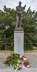 Edvard Beneš (Bob the Binman) Tags: praha prague czechia czechrepublic city nikon d7100 edvardbeneš sculpture statue memorial