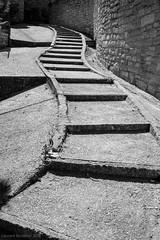 Balade dans les rues de Caromb -8 (LaurentBourdier) Tags: rue street streets photgraphy art outside escaliers vaucluse provence france blackandwhite