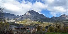 Peña Ubiña - Torrebarrio - León (Luisa Gila Merino) Tags: montaña peñaubiña pueblo iglesia población árbol prado