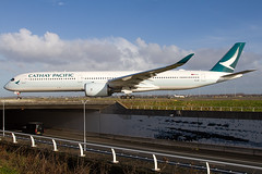B-LXG, Airbus A350-1041, Cathay Pacific (Freek Blokzijl) Tags: blxg cathaypacific airbusa350 a3501041 airline widebody departure vertrek taxiway taxien taxibaan haarlemmermeer bridge motorway eham ams amsterdamairport schiphol luchthaven afternoon midday wintersun planespotting vliegtuigspotten canon eos7d januari 2019 winterseason sigma wideanglelens