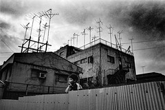 memories 634 (soyokazeojisan) Tags: japan osaka city street bw people blackandwhite monochrome analog olympus m1 om1 21mm film trix kodak memories 1970s