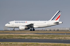 Air France Airbus A-319 (Matthisphotography) Tags: airbus airplane aircraft airport air france airfrance narrowbody singleaisle charles de gaule aéroport paris french avion taxi taxiway panning speed cockpit pilot is a319 a320 family