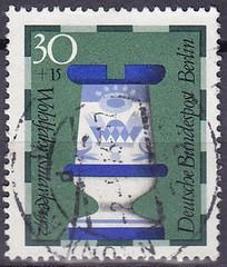 Deutsche Briefmarken (micky the pixel) Tags: briefmarke stamp ephemera deutschland bundespost berlin wohlfahrtsmarke schach chess schachfigur turm rook fayencemanufakturgien stgeorgsfigurensatz