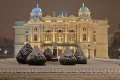 Tetatro innevato / Snowy theatre (Krakow, Poland) (AndreaPucci) Tags: poland juliusz słowacki theatre krakow night snow andreapucci