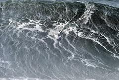 SEBASTIAN STEUDNER / 0050ANB (Rafael González de Riancho (Lunada) / Rafa Rianch) Tags: surf waves surfing olas sport deportes sea mer mar nazaré vagues ondas portugal playa beach 海の沿岸をサーフィンスポーツ 自然 海 ポルトガル heʻe nalu palena moana haʻuki kai olahraga laut pantai costa coast storm temporal
