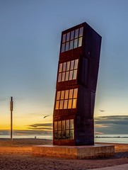 Los Cubos (Neverlan) Tags: reflejos sunset amanecer arena ola beach barceloneta playa l'estelferit estrellaherida loscubos barcelona neverlan
