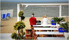 Sur la plage de Knokke, Belgium (claude lina) Tags: claudelina belgium belgique belgië knokke merdunord noordzee plage sable beach cabines tables bancs terrasse