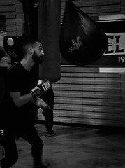 5130 - Dodge (Diego Rosato) Tags: dodge schivata matteo allenamento training sacco bag boxelatina boxe boxing pugilato fuji x30 rawtherapee bianconero blackwhite