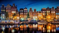 Amsterdam - Häuser an Kracht in Fantastik Dämmerung (monte-leone) Tags: amsterdam holland niederlande netherland city night stadt bei nacht panorama skyline gent alkmaar belgien belgie bruxelles keukenhof antwerpen
