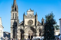 116-La Cathédrale (Alain COSTE) Tags: cathédraledebazas gasconha lesgens marché bazas boeufgras folklore foule village gironde france fr