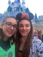 ¡Fue un día en Disney World con mi hermana! (Lee Bennett) Tags: sister magickingdom disney mdg day79 365daysofhappy