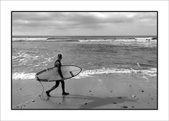 """El Palmar, una mirada personal: """"Surfistas"""" (Jose Luis Durante Molina) Tags: bn andalucia bw beach blackandwhite blancoynegro cadiz coast costa españa mar monochromatic monocromatico monocromo ocean oceano playa sea spagne spain spanien surf trip viajes"""