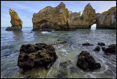 Ponta De Piedade #2 (LilFr38) Tags: lilfr38 fujifilmxpro2 fujifilmfujinonxf1024mmf4rlmois lagos algarve portugal pontadepiedade beach ocean wave rock plage océan vague rocher
